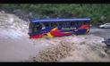 Facebook: dramático video de bus que desafía a la fuerza del huaico