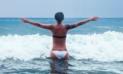 YouTube Viral: Posaba para una foto y ola gigante la arrastró al mar [VIDEO]