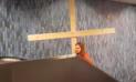 YouTube Viral: 'Jesús' quiso subir por escalera eléctrica y pasa lo peor [VIDEO]