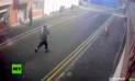 YouTube Viral: Viento se lleva dinero que ladrón acababa de robar [VIDEO]
