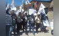 Huancavelica: candidato a alcaldía y sus regidores se enmarrocan en frontis del Jurado
