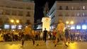 Facebook: peruano enseña a bailar a extranjero en Madrid y así reaccionó el público [VIDEO]