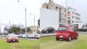 San Miguel: Choferes cruzan por medio de un parque para evitar el tráfico