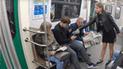 Feminista lanza lejía en la entrepierna a hombres que abren demasiado las piernas en el metro [VIDEO]