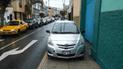 #YoDenuncio: autos utilizan vía peatonal para estacionar