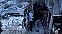 Menor es golpeado por pandilla y dueño de bodega lo defiende [VIDEO]