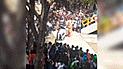 Facebook: dinosaurios son captados metiendo terror a estudiantes en plena universidad [VIDEO]