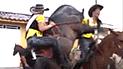 Vía Facebook: momento exacto en que reina de belleza sufre vergüenza extrema por culpa de caballo enamorado [VIDEO]