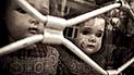 'Dark web': hallan video de 8 minutos en el que un padre abusa de su bebé