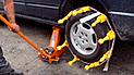 YouTube viral: Puso pollos de hule en la llanta de su vehículo y lo que pasó genera burlas en la red [VIDEO]