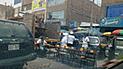 Los Olivos: comerciantes y camiones que toman vía pública para vender productos