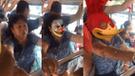 Facebook viral: le coloca filtros a una señora en un bus, esta se da cuenta y así reacciona [VIDEO]