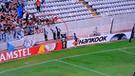 Europa League: anotó el gol del triunfo y se fue a celebrar sin saber que caería al vacío [VIDEO]