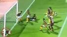 Jugadores del fútbol árabe protagonizan la jugada más insólita del año [VIDEO]