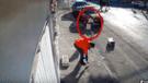 YouTube: ¿fantasma empujó a una estudiante en las calles de México? Video completo revela la verdad