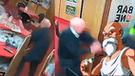 Facebook: anciano imita 'técnica' del Maestro Roshi y frustra un robo [VIDEO]