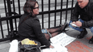 Mujer se encadenó en los exteriores del MIMP para exigir justicia [VIDEO]
