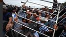 YouTube: Caravana Migrante derriba valla fronteriza entre Guatemala y México [VIDEO]