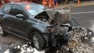 Miraflores: mujer atropella a joven, choca contra dos autos y tumba poste de luz [VIDEO]