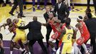 El condenable gesto que desató pelea entre los Lakers y los Rockets en la NBA [VIDEO]