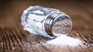 Científicos descubren peligroso componente en la sal de mesa