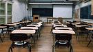 Escolar apuñaló a su maestra y tomó de rehén a su compañera