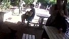 YouTube: brutal patada de guardaparque a pequeño mono indigna a las redes [VIDEO]