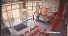 Vea el preciso momento en que delincuentes asaltan agencia de Caja Municipal [VIDEO]