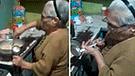 YouTube: Joven consulta a su abuela qué está cocinando y ella lo dejó en ridículo