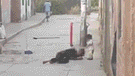 Ica: golpean a mujer y la dejan tirada en el piso junto a su hija [VIDEO]