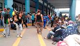 Extranjeros abarrotan frontera antes de que soliciten visa [VIDEO]