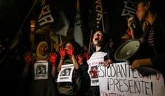 Alan García: manifestantes protestaron fuera de la residencia de la embajada de Uruguay [FOTOS]