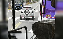 #YoDenuncio: camioneta se desplaza por vía prohibida a gran velocidad
