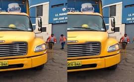 #YoDenuncio: descargan productos en vereda de colegio de La Victoria [VIDEO]