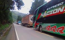 Carretera Central: transportistas preocupados por caída de rocas en vía