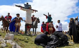 Junín: escenifican de la pasión y muerte de Jesús en el monte de calvario