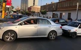 Conductores no respetan señales de tránsito y generan congestión vehicular