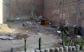 Surco: terreno abandonado se ha convertido en un basural