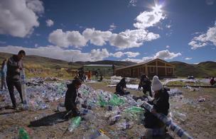 Plástico que calienta y salva vidas [VIDEO]