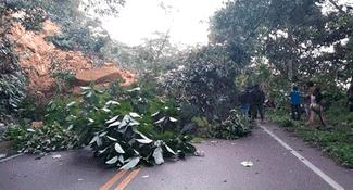 Vía que une Yurimaguas - Tarapoto colapsa tras sismo