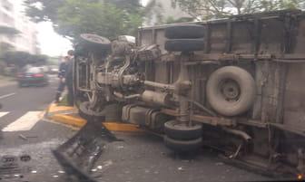 San Isidro: accidente vehicular deja 3 heridos [FOTOS]