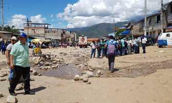 Puente Huacará sigue bloqueada en tanto dirigentes cafetaleros se reúnen con ministro [FOTOS]