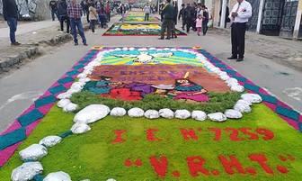 Junín: fieles jaujinos realizan concurso de alfombras con materiales reciclados en honor a Virgen del Rosario