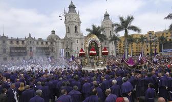 Presidente Vizcarra rinde homenaje al Señor de Los Milagros [FOTOS]