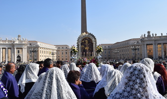 Imagen del Señor de los Milagros fue bendecida por el Papa Francisco [FOTOS]