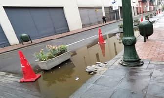 Charcos de agua representan un peligro para ciclistas y peatones