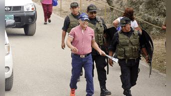 En la calle. Ni bien salió del penal, Demetrio Chávez recordó a los periodistas que lo esperaban que el gobierno de Fujimori fue un narcoestado.