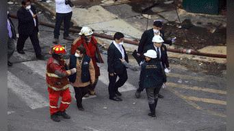 Varios fiscales llegaron para ordenar el levantamiento de los cadáveres Foto: Michael Ramon