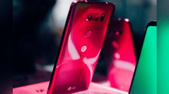 LG aprovechó para mostrar en su booth la edición Raspberry Rose de su teléfono V30. Foto: Internet