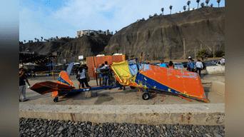 Avión ultraligero quedó casi destruido por acción de las olas.Foto: Melissa Merino